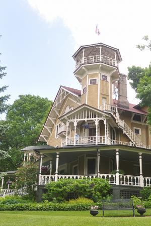The Cottage: Black Point Estate