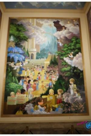 Precious Moments: The Hallelujah Square